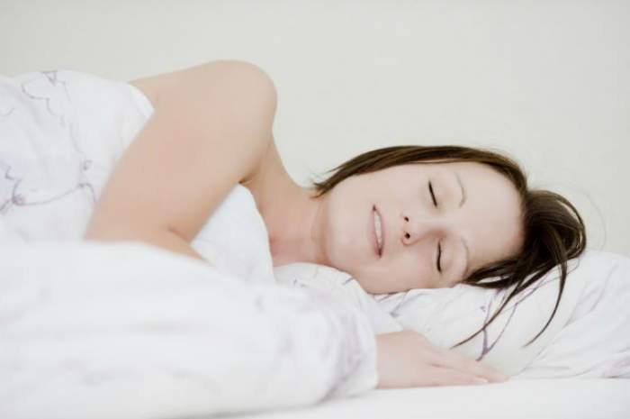 Scapă de kilogramele în plus în timp ce dormi! Iată cum este posibil!