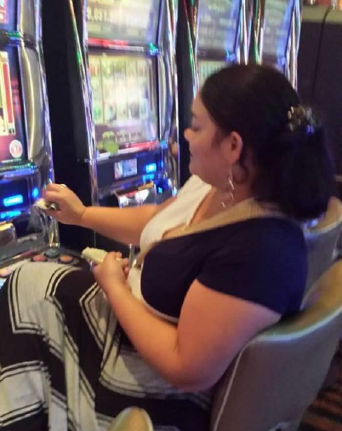 VIDEO / Pirandele din România, aroganţă maximă în cazinourile din Las Vegas! Martorii au rămas mască atunci când au văzut cu ce umblă în poşete!