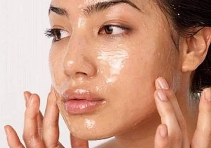Scapă de erupţiile acneice în doar patru zile cu un ingredient uimitor! Efectul este garantat