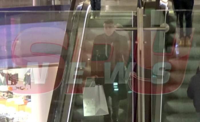 Asta înseamnă să fii... VEDETĂ! Imagini de senzație cu Dan Bittman, la mall! Orice bărbat ar vrea să fie în locul lui