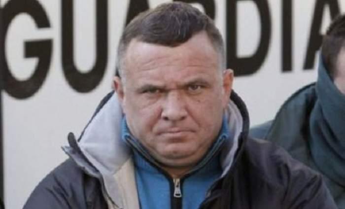 Celebrul interlop Ion Clămparu umbla deghizat într-un actor de comedie celebru, pentru a nu fi recunoscut de poliţişti. Fotografia care îl dă în vileag!