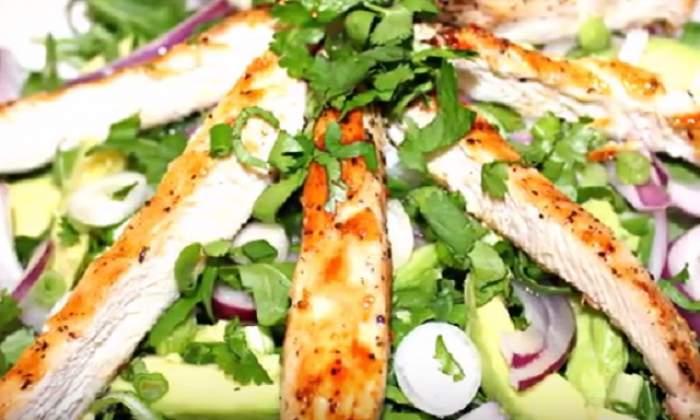 REŢETA ZILEI - Salată de pui cu avocado şi boabe de fasole! Are efect detoxifiant şi te scapă de kilogramele în plus