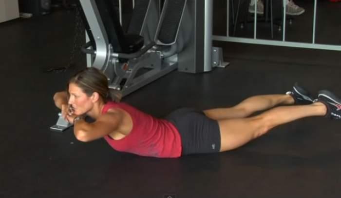 VIDEO / Vrei să scapi de durerile de spate, dar şi să arăţi bine? Exerciţiile acestea sunt perfecte pentru tine