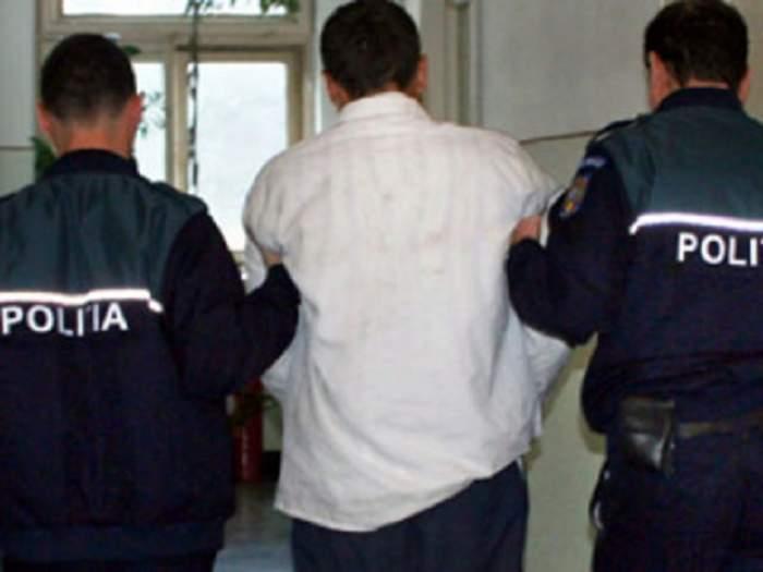 Hoţi care furau portofelele bătrânilor care aşteptau în staţiile RATB, prinşi în fapt