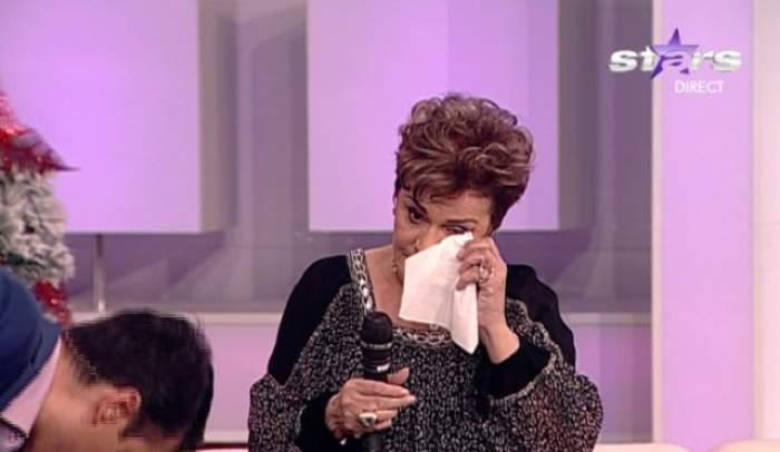 Ionela Prodan a plâns la televizor! Cântăreaţa a avut nevoie de un şerveţel pentru a-şi şterge lacrimile, în direct