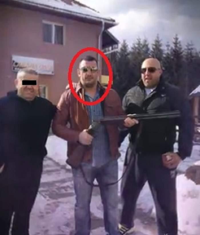 VIDEO / Luptătorul român, cunoscut în toată lumea pentru cel mai rapid K.O., la un pas de puşcărie! A avut proasta inspiraţie să-şi demonstreze agilitatea, folosindu-se de o armă încărcată. SPYNEWS are dovada!