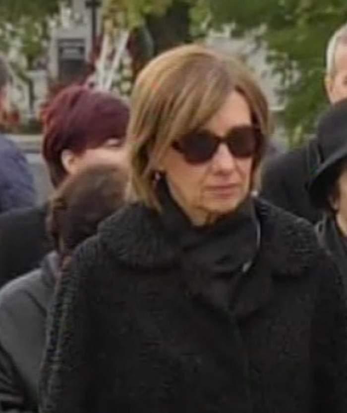 Soţia preşedintelui, împietrită de durere. Carmen Iohannis şi-a condus mama pe ultimul drum