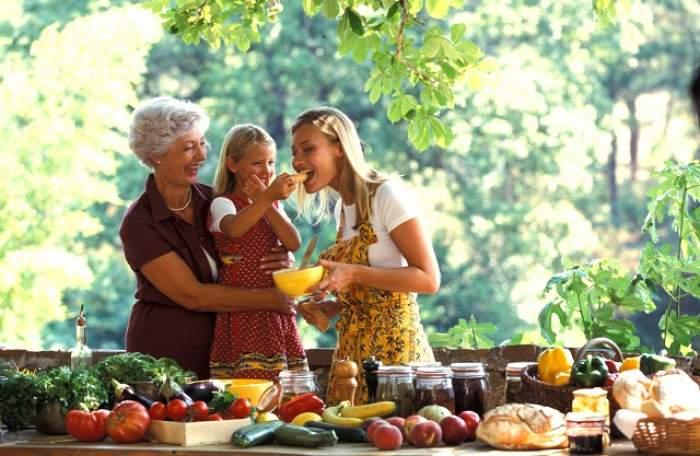 """ÎNTREBAREA ZILEI: Joi - Care sunt alimentele esenţiale pentru creşterea imunităţii copiilor? """"Lipsa vitaminei D din organism produce cancer"""""""