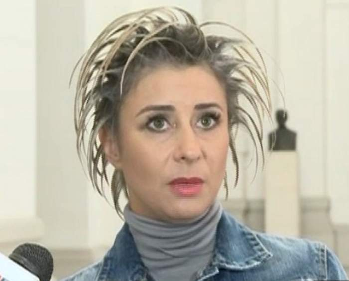FOTO / Ce făcea Anamaria Prodan în timpul procesului cu vrăjitoarele. Uite cum aştepta impresara verdictul