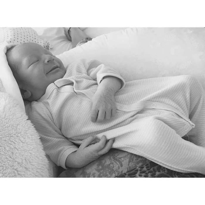 ULTIMĂ ORĂ! A născut şi imediat a făcut publică imaginea cu bebeluşul
