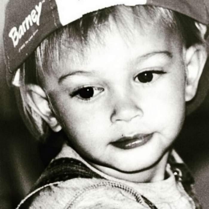 FOTO / Pun pariu că nu ghiceşti cine a devenit copilul din imagine! Pont: urcă pe podiumuri importante din lume