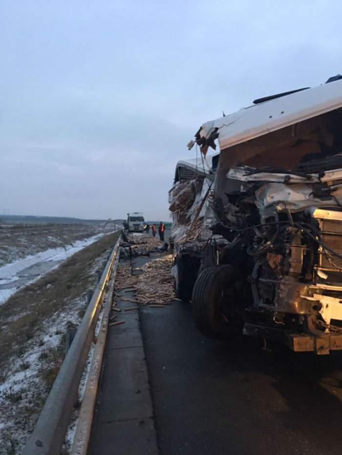 FOTO / Accident grav pe autostrada A1 Deva-Sebeş! Trei tiruri au fost implicate