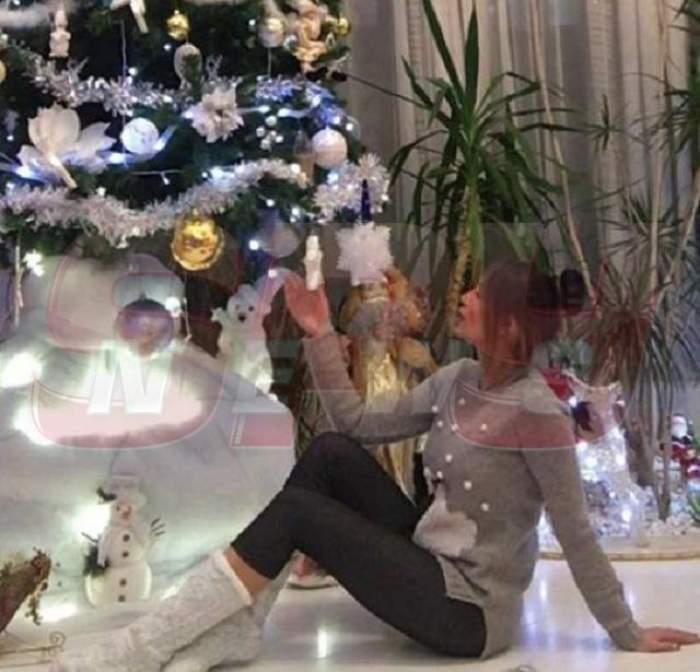FOTO / Andra Trandaş are cel mai frumos brad de Crăciun! Uite cum îl aşteaptă sexy-ştirista pe Moş Crăciun