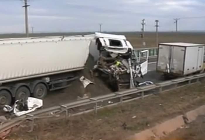 VIDEO / Accident grav pe A2, soldat cu cel puțin un mort. Circulaţia este blocată