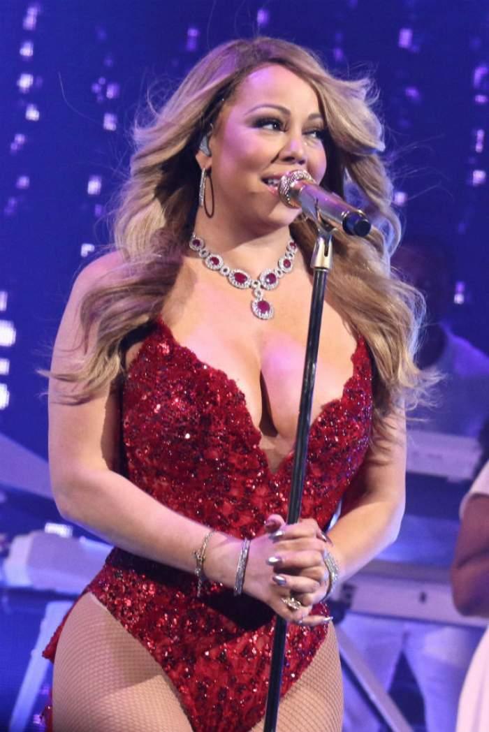 FOTO / Mariah Carey, apariţie de senzaţie la un concert de Crăciun! Cu decolteu adânc şi fundul la vedere
