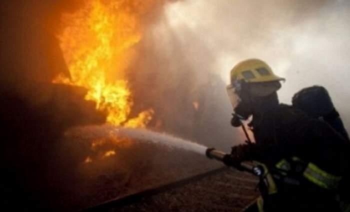 Incendiu mare în capitală! O hală a luat foc