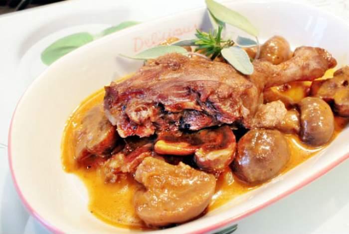 REŢETA ZILEI - DUMINICĂ: Pulpe de raţă cu ceapă şi ciuperci! Un deliciu de preparat