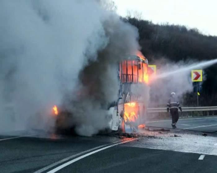 Groază! Un autobuz în care erau 49 de pasageri a luat foc
