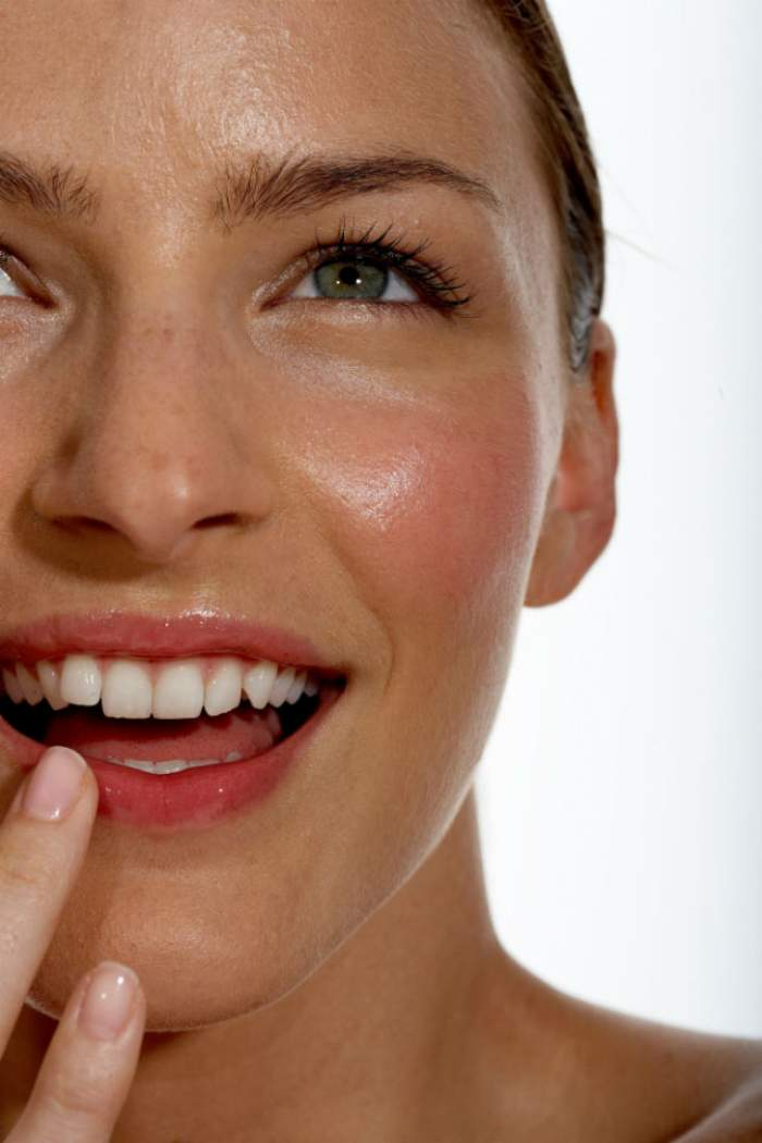 Cum să-ţi protejezi buzele să nu crape din cauza frigului! Ce trebuie să foloseşti să nu întâmpini această problemă