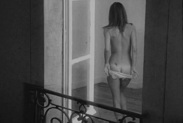 FOTO / Cât pe ce să îşi dea jos lenjeria intimă! Alessandra Ambrosio a comis-o de data aceasta