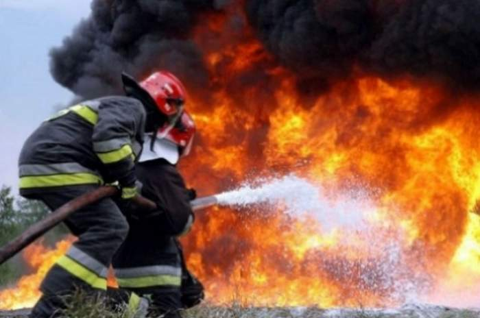 Incendiu de proporţii la o casă din Voluntari! Există o victimă