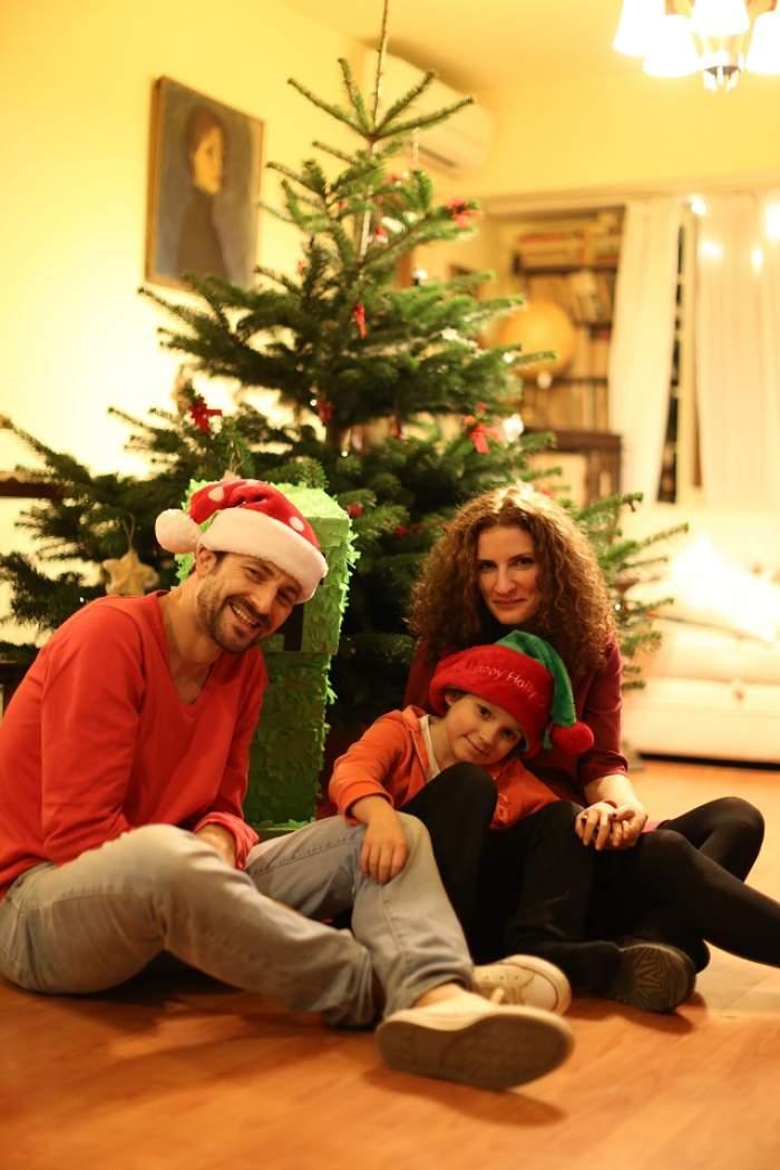 """FOTO / Fericire în casa lui Andrei Aradits de Crăciun! De la masa juraţilor """"Te cunosc de undeva?"""" direct în bucătărie"""