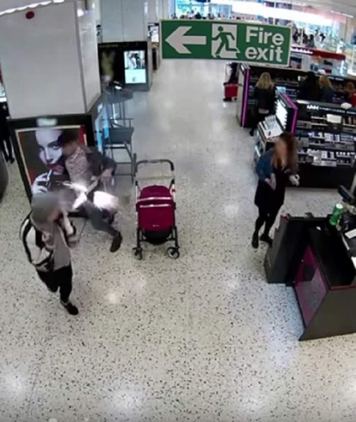 VIDEO / A explodat chiar lângă căruciorul bebeluşului! Uite ce s-a întâmplat după