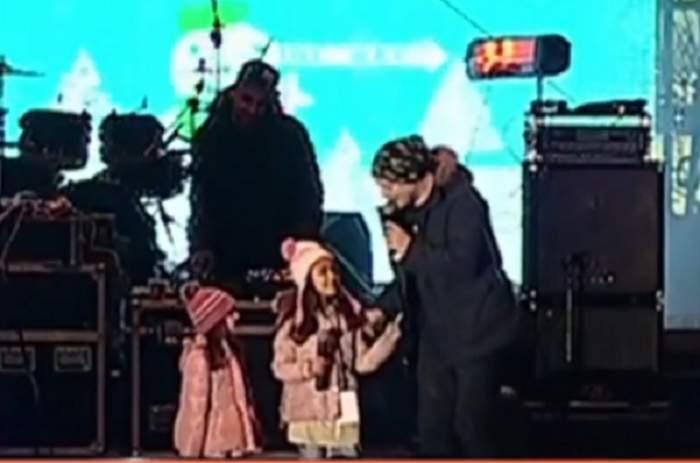 VIDEO / Cât de mari s-au făcut fetele lui Puya! Le-a urcat pe scenă şi au colindat publicul