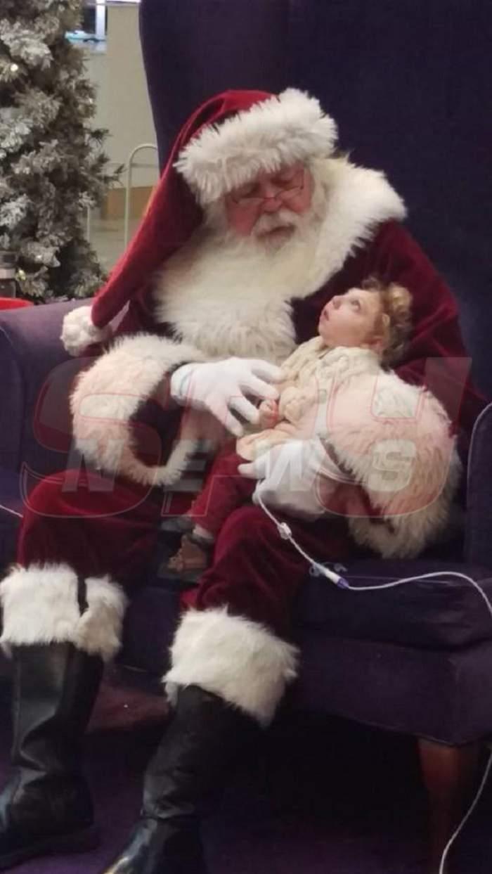 FOTO / Copilul fără cap l-a întâlnit pe Moş Crăciun. Imaginile îţi frâng inima