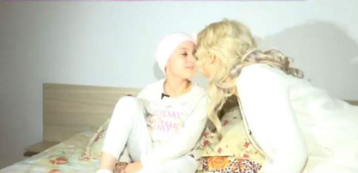 VIDEO & FOTO / Andreea Bălan, îngerul păzitor al Sarei care are primul brad de Crăciun! Ce cadouri i-a făcut artista fetei care are cancer!
