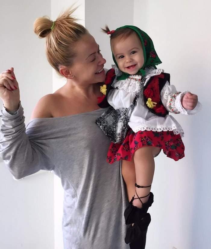 FOTO / Moș Crăciun a ajuns la fiica Andei Adam! Cea mică este în al nouălea cer