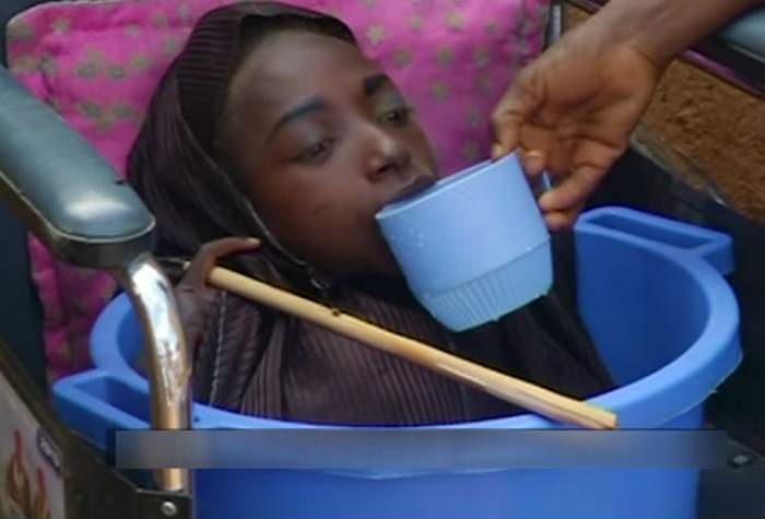 VIDEO / Tragedie! Tânăra condamnată să trăiască într-un lighean pentru că nu avea corp A MURIT!