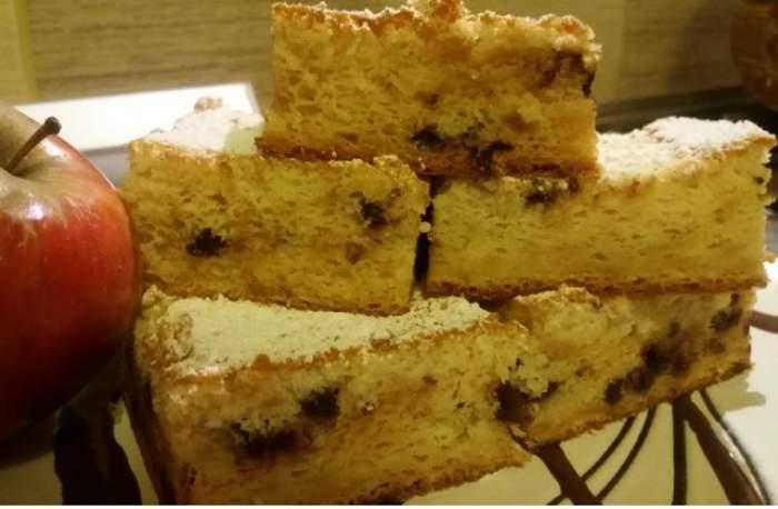 Rețeta zilei: Miercuri - Prăjitură cu mere și ciocolată! Un desert ușor de preparat și foarte gustos