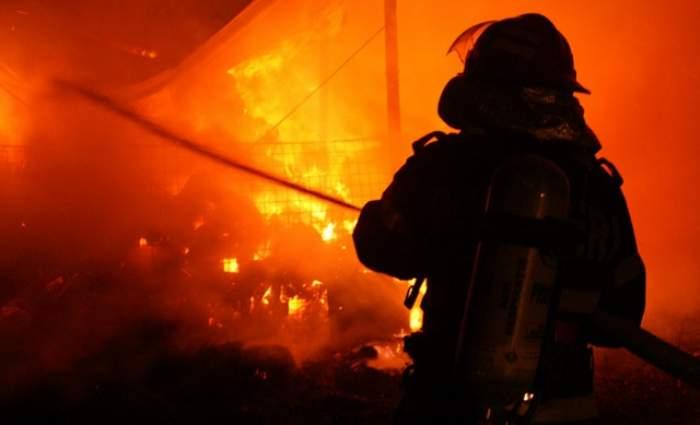 Patru TIR-uri parcate au luat foc în judeţul Sibiu