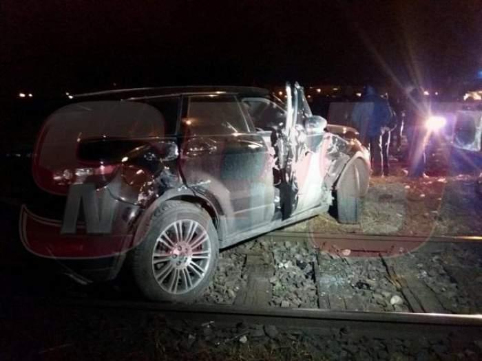 Un tren a lovit un autoturism în Capitală. Autospecialele au ajuns la faţa locului