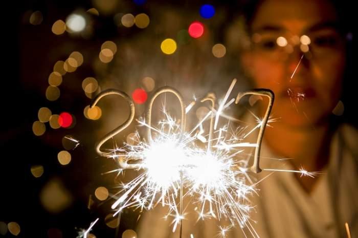 ÎNTREBAREA ZILEI: SÂMBĂTĂ: Ce trebuie să ai în buzunar de Revelion ca să îți meargă bine anul?
