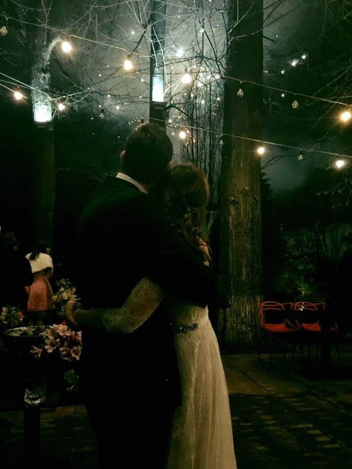 FOTO / Maria Marinescu, o mireasă excentrică! Detaliul inedit pe care l-a ascuns sub rochia lungă, în noaptea nunţii! Puţini invitaţi au observat