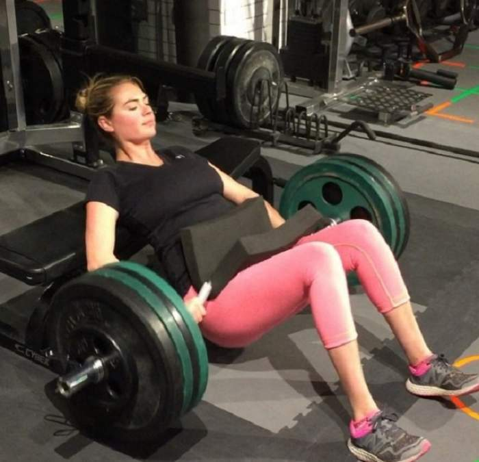 VIDEO / E tare-n... picioare! Kate Upton a dezvăluit exerciţiile cu care-şi tonifică zona intimă. Tu ai face aşa ceva?