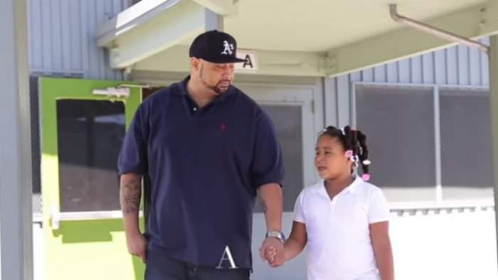 VIDEO / S-a săturat să afle că fetiţa lui este batjocorită la şcoală, aşa că a luat o decizie radicală. Gestul său a impresionat 9 milioane de oameni