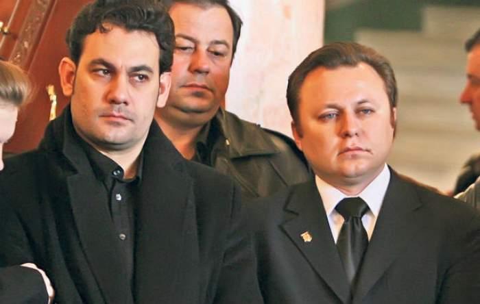 Nu se potolesc nici la 7 ani de când au rămas fără tată, iar banii le-au luat minţile! Ionuţ şi Dragoş Dolănescu continuă lupta