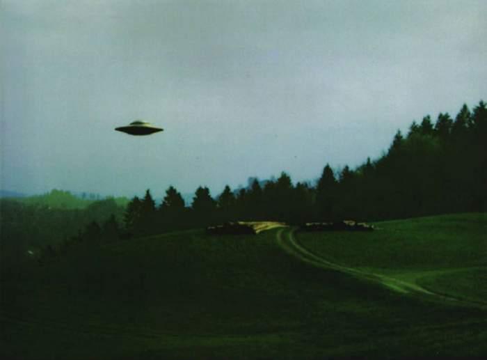 Imaginile care dovedesc că există extratereştri! Un carameraman a surprins un OZN pe cerul Italiei! Filmarea a pus pe jar Internetul