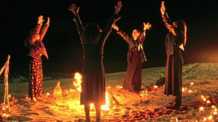 Au dus-o pe câmp şi au făcut un ritual sângeros, ca să scoată Diavolul din ea! Mărturia cutremurătoare a unei femei care susţine că a fost posedată