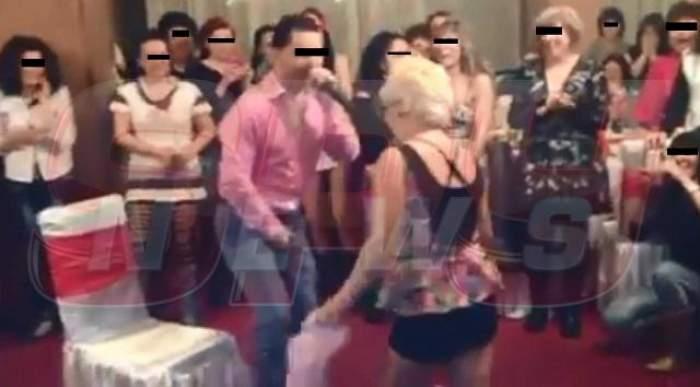 Video demenţial! Artist hărţuit sexual la o petrecere de Ziua Femeii! Cânta la microfon, iar o gospodină înfierbântată s-a repezit la şliţul lui şi...