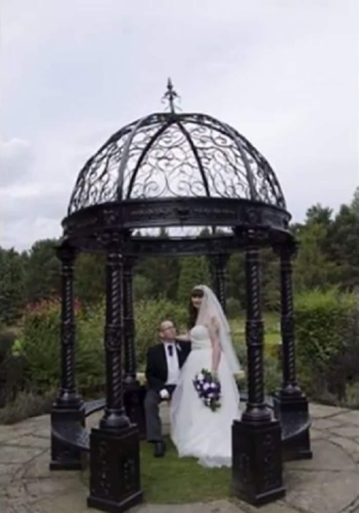 VIDEO / Cea mai frumoasă zi din viaţa lor s-a transformat într-un coşmar! Nunta le-a fost ruinată de fotograful care a întârziat 45 de minute