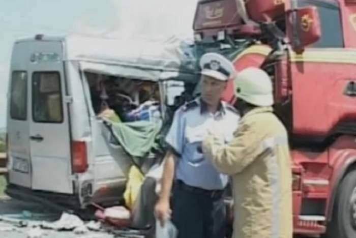 Accident cu victime produs pe autostrada Bucureşti-Piteşti! Un microbuz cu copii s-au răsturnat