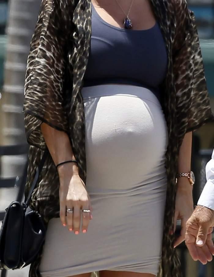 FOTO / E însărcinată în şase luni şi arată într-un mare fel! O super vedetă de la Hollywood şi-a etalat burtica de gravidă