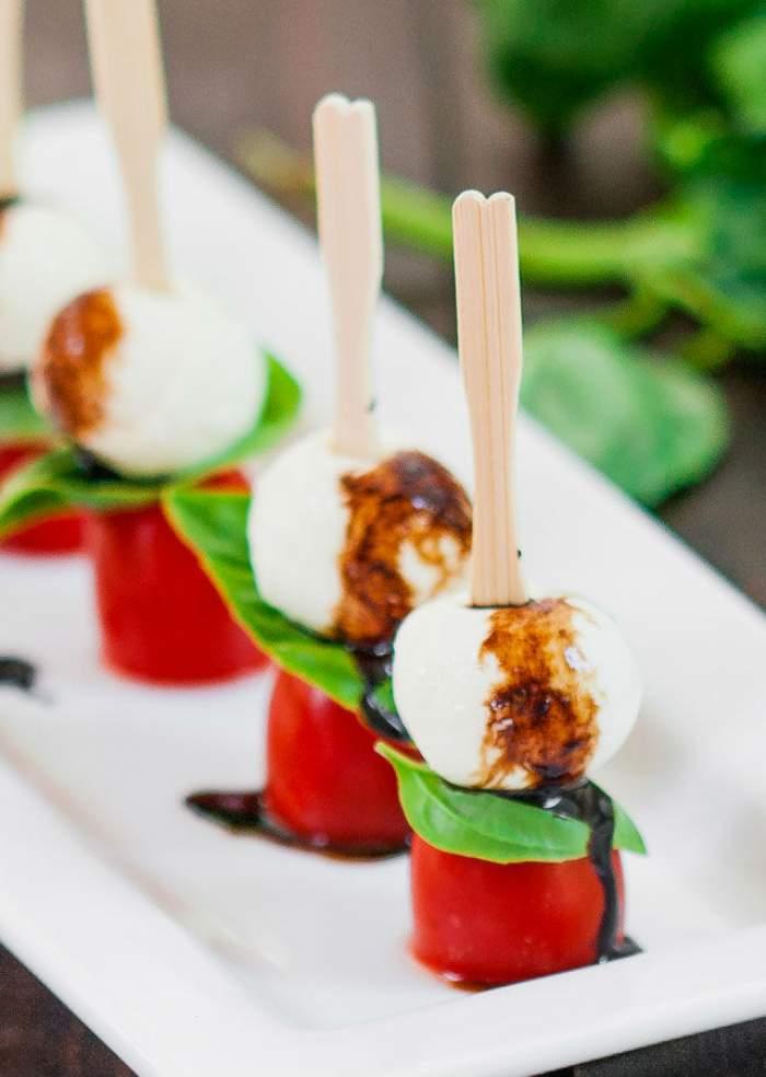 REŢETA ZILEI - DUMINICĂ: Mini salata caprese