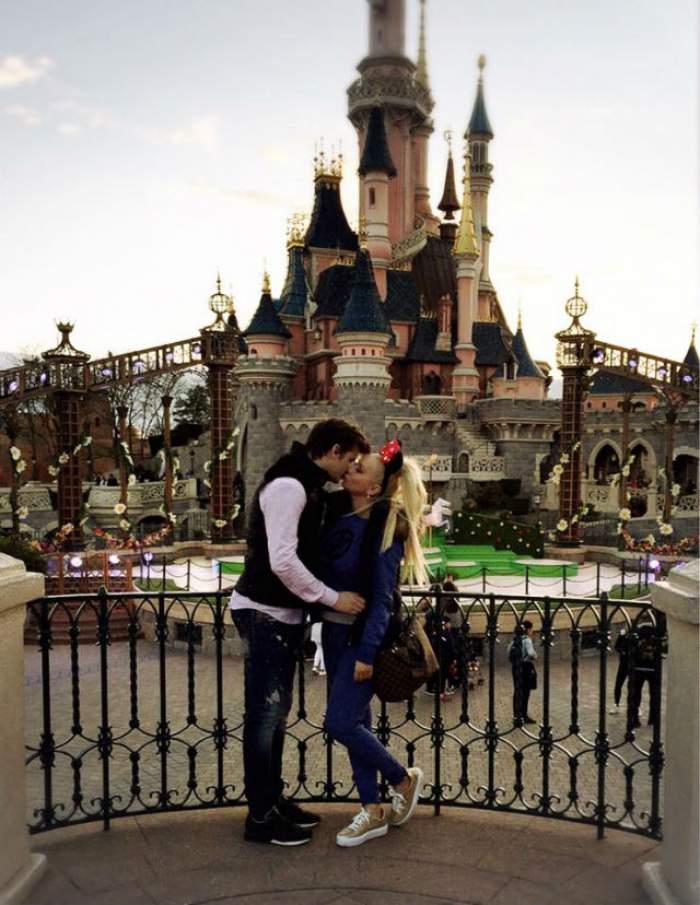 E iubire mare! Cum au fost surprinşi Simona Traşcă şi iubitul ei pe străzile din Paris