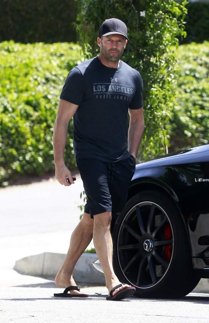 Jason Statham, surprins într-o ipostază care trădează că are probleme de sănătate! Imaginile fac cât o mie de cuvinte