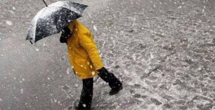 Se strică vremea! Meteorologii anunţă scăderi ale temperaturilor, ploi şi chiar ninsori. Ce zone sunt vizate